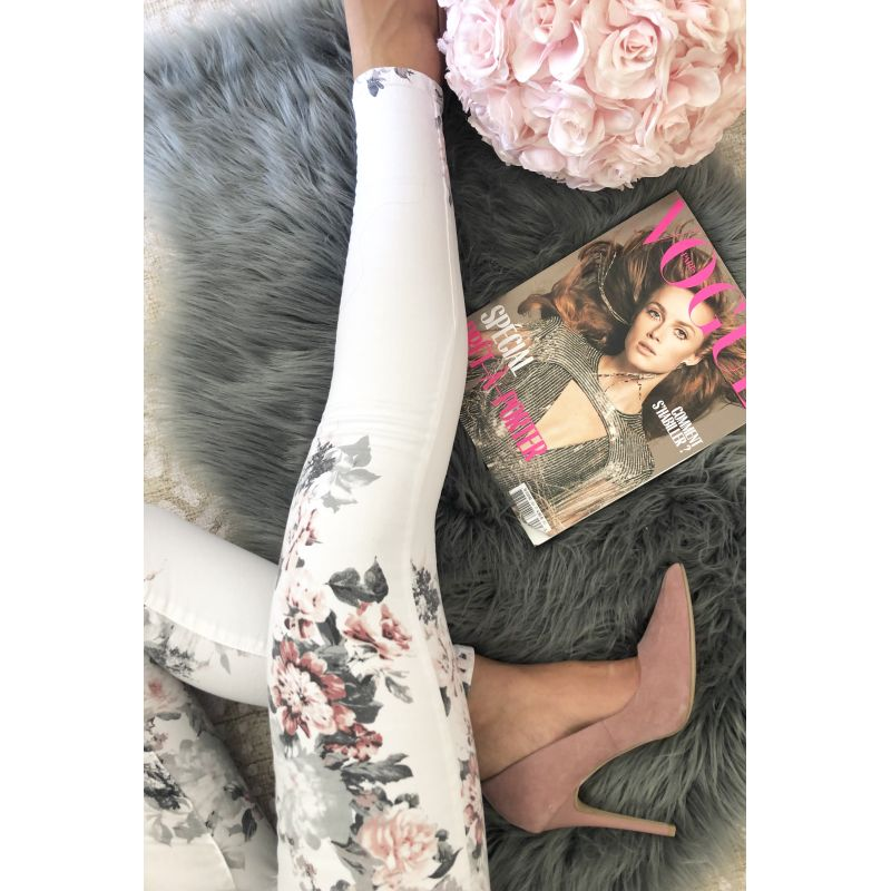 Jeans slim blanc et fleuri