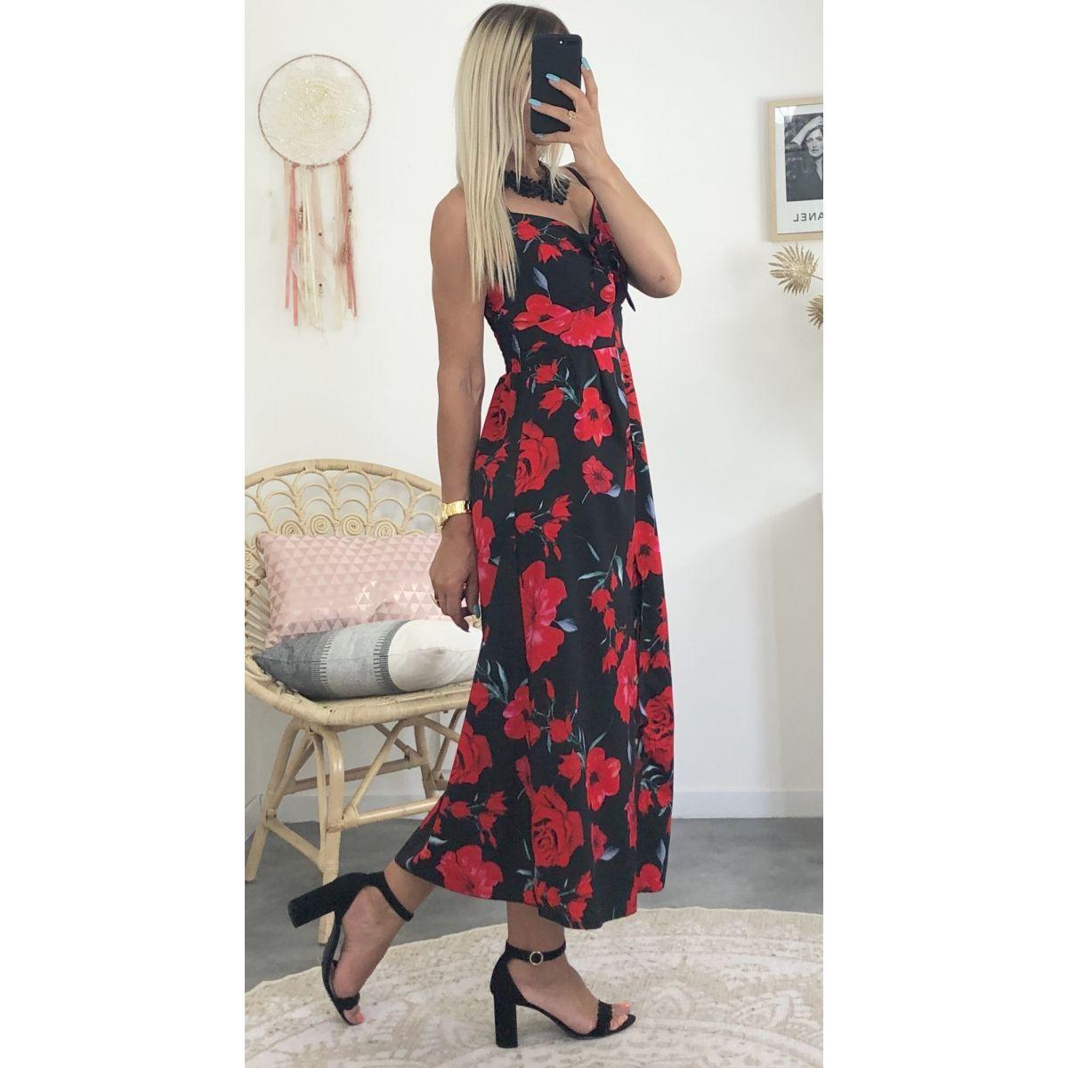 robe longue noir avec petite rose rouge