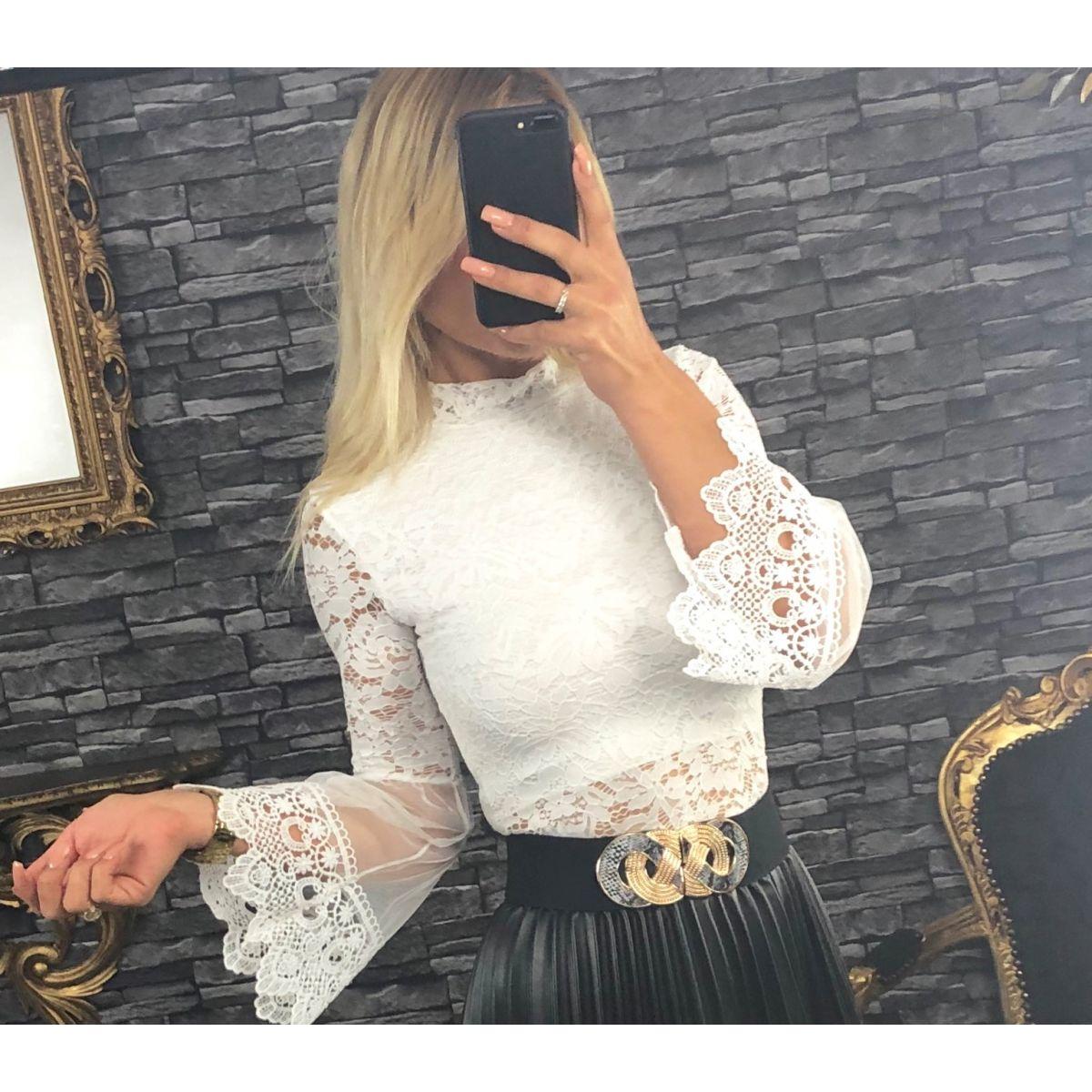 magasin britannique détaillant prix imbattable Blouse en dentelle blanche manches en tulles et dentelle évasées