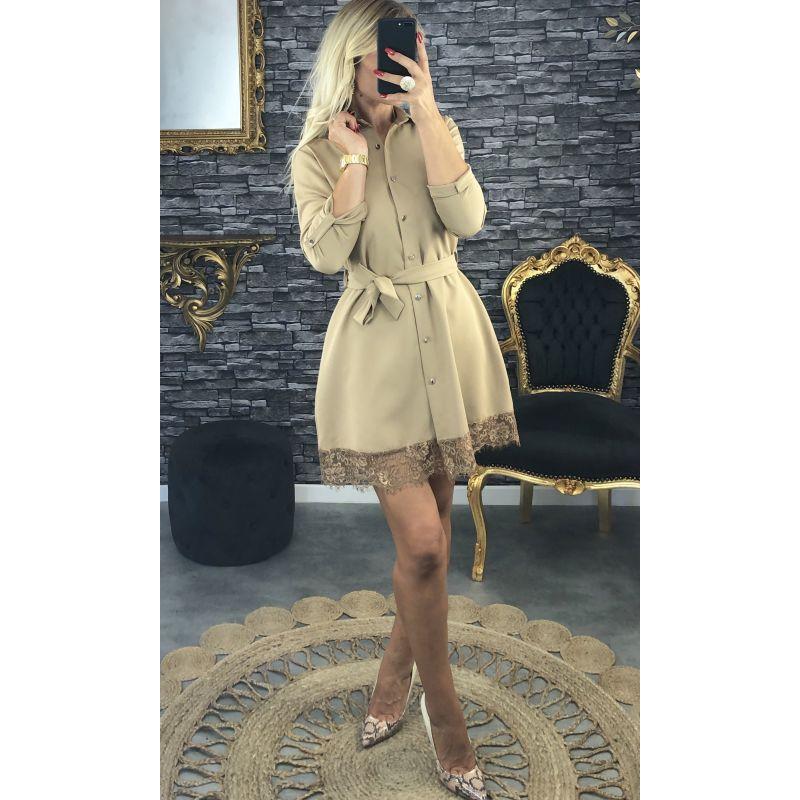 Robe mi-longue boutonné et fine dentelle beige