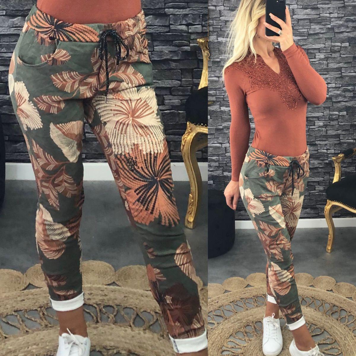 Pantalon peau de pêche imprimé tropical kaki