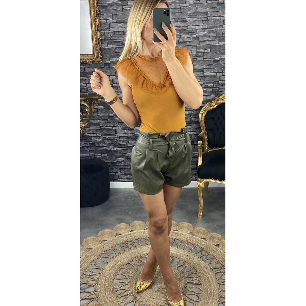 Short taille haute en style cuir kaki