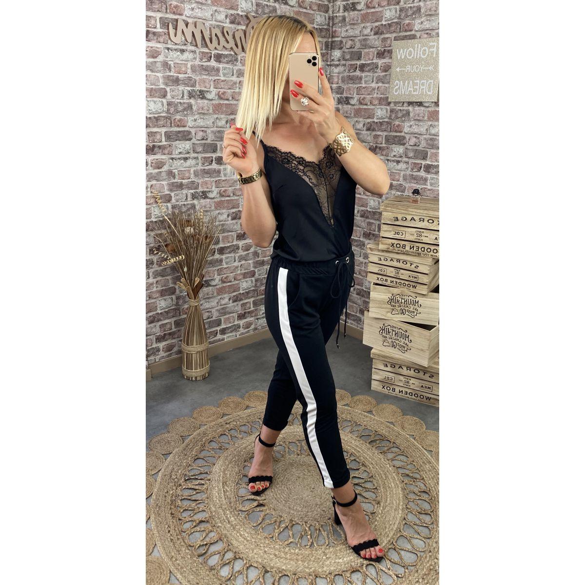 Pantalon style jogging noir et bande blanche