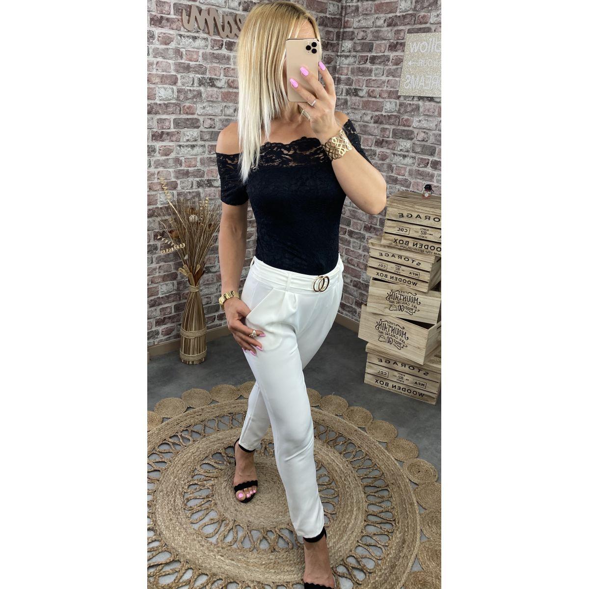 Pantalon souple blanc taille haute et boucle gold